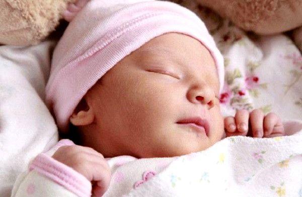Почему новорожденный не спит и постоянно ест