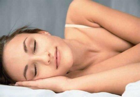 Польза и вред сна без подушки