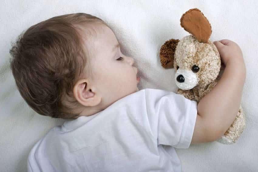 Почему дети скрипят зубами во сне комаровский