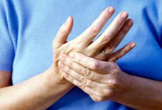 Почему ночью немеют руки и пальцы: Причины и лечение онемения мизинцев во время сна