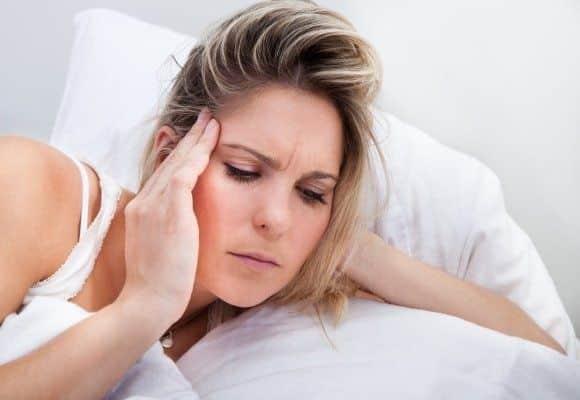 Почему болит голова после долгого сна