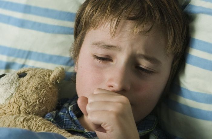 Ночной кашель у ребенка - причины и лечение: Как снять приступ и остановить сильный спазм кашля ночью